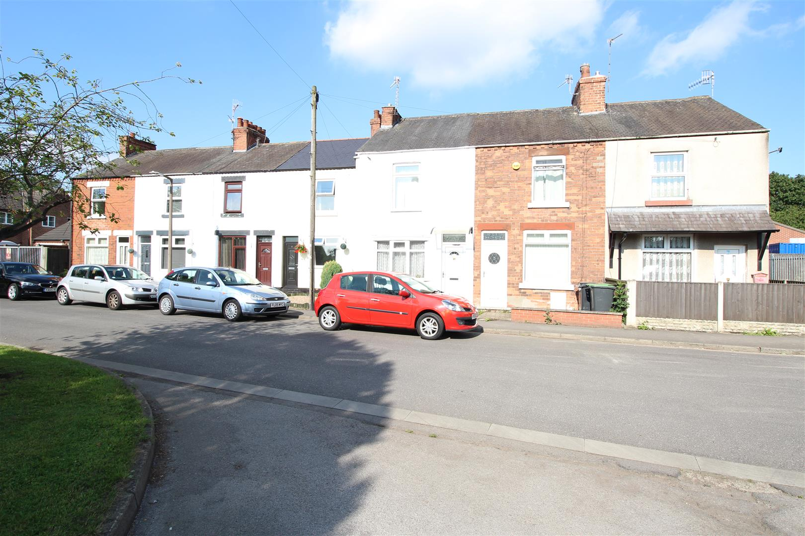 2 Bedrooms Terraced House for sale in New Road, Stapleford